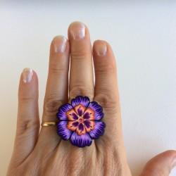 Bague violette fleurie en...